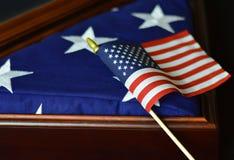 Drapeau américain dans la vitrine Images stock