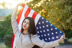 Drapeau américain et femme (4 juillet) Photos stock