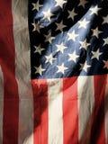 Drapeau américain hérissé à la lumière du soleil image stock