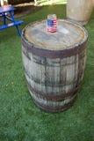 Drapeau américain sur l'Américain patriote Celebrati des Etats-Unis de baril de whiskey Photographie stock