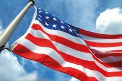 Drapeau américain sur le ciel bleu Image stock