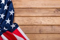 Drapeau américain sur le fond en bois avec un effet de tonalité Le drapeau des Etats-Unis d'Amérique descripteur La vue à partir  Image libre de droits