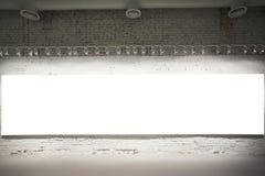 Drapeau blanc vide sur le mur Images stock