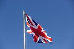 Drapeau BRITANNIQUE sur un mât de drapeau Photos stock