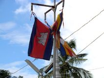 Drapeau cambodgien accrochant Photos libres de droits
