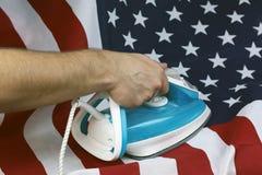 Drapeau chiffonné repassé des USA image libre de droits