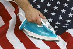 Drapeau chiffonné repassé des USA Images stock