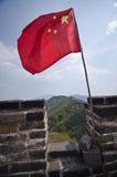 Drapeau chinois sur la Grande Muraille de la Chine Image stock