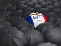 Drapeau d'état de l'Iowa sur le parapluie Drapeaux de gens du pays des Etats-Unis illustration de vecteur