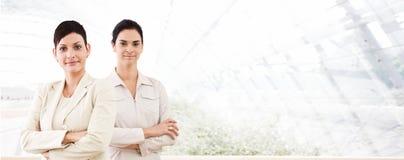 Drapeau d'affaires - deux femmes d'affaires Photographie stock libre de droits