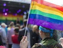 Drapeau d'arc-en-ciel de festival de la fierté le 19 août 2017 LGBT de Doncaster à un concentré photos libres de droits