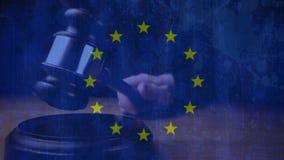 Drapeau d'Union européenne avec le juge frappant le marteau illustration de vecteur