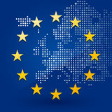 Drapeau d'Union européenne avec une carte Photos stock