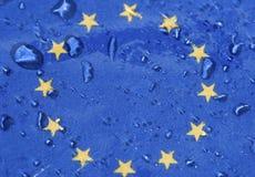Drapeau d'Union européenne sous la pluie Photographie stock