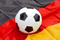 Drapeau de ballon de football et d'Allemand Photographie stock