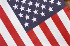 Drapeau de bannière étoilée des Etats-Unis sur le bois foncé Photo libre de droits
