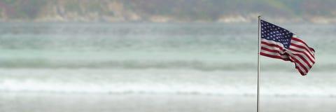 drapeau de 3D Etats-Unis sur le fond de plage Photo libre de droits