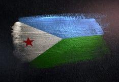 Drapeau de Djibouti fait de peinture métallique de brosse sur le mur foncé grunge illustration libre de droits