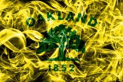 Drapeau de fumée de ville d'Oakland, état de la Californie, Etats-Unis d'Amer photo libre de droits