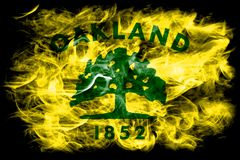 Drapeau de fumée de ville d'Oakland, état de la Californie, Etats-Unis d'Amer Photographie stock libre de droits
