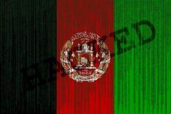 Drapeau de l'Afghanistan entaillé par données Drapeau de l'Afghanistan avec le code binaire Image libre de droits