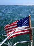 Drapeau de l'Amérique sur l'océan Image libre de droits