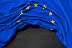 Drapeau de l'Europe sur le fond de tableau noir Photos stock