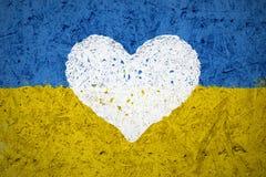 Drapeau de l'Ukraine avec le symbole de coeur Photo stock