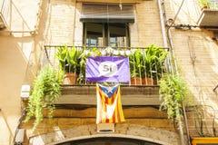 Drapeau de la Catalogne sur la rue de Barcelone Photographie stock libre de droits