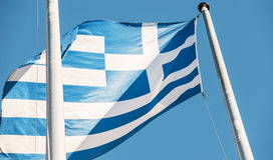 Drapeau de la Grèce dans le fron du bâtiment du Parlement européen Photographie stock