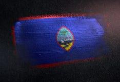 Drapeau de la Guam fait de peinture métallique de brosse sur le mur foncé grunge illustration de vecteur