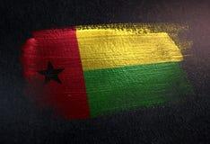 Drapeau de la Guinée-Bissau fait de peinture métallique de brosse sur l'obscurité grunge W illustration de vecteur