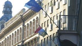 Drapeau de la Hongrie à Budapest banque de vidéos