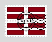 Drapeau de la Lettonie sur des timbres-poste Images libres de droits