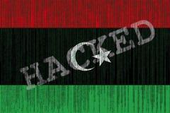 Drapeau de la Libye entaillé par données Drapeau libyen avec le code binaire Photos libres de droits