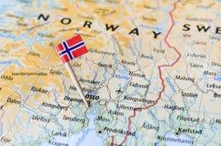 Drapeau de la Norvège sur la carte Photo stock