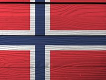 Drapeau de la Norvège sur le fond en bois de mur Texture norvégienne grunge de drapeau photographie stock