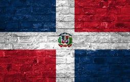 Drapeau de la République Dominicaine au-dessus d'un vieux fond de mur de briques, surface illustration libre de droits