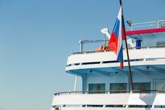 Drapeau de la Russie sur la poupe du bateau Image libre de droits