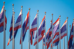 Drapeau de la Thaïlande avec le ciel bleu Photos libres de droits