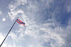 Drapeau de la Thaïlande dans le ciel Image stock