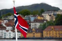 Drapeau de Norvegian dans la ville de Bergen image stock