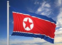 Drapeau de ondulation de la Corée du Nord sur le mât de drapeau Photographie stock libre de droits