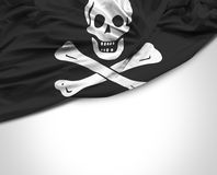Drapeau de ondulation de pirate sur le fond blanc Photos stock