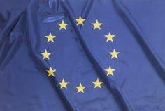 Drapeau de ondulation ondulé d'Union européenne illustration stock