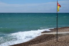 Drapeau de plage et de natation de Brighton photos stock