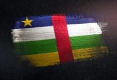 Drapeau de République Centrafricaine fait de peinture métallique de brosse sur le GR illustration stock