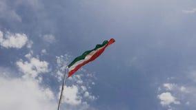 Drapeau de république islamique de l'Iran dans le vent banque de vidéos