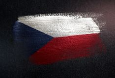 Drapeau de République Tchèque fait de peinture métallique de brosse sur l'obscurité grunge illustration libre de droits