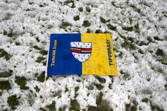 Drapeau de Tipperary contre la neige photographie stock